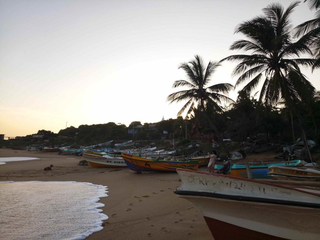 Хамбантота городской пляж фото