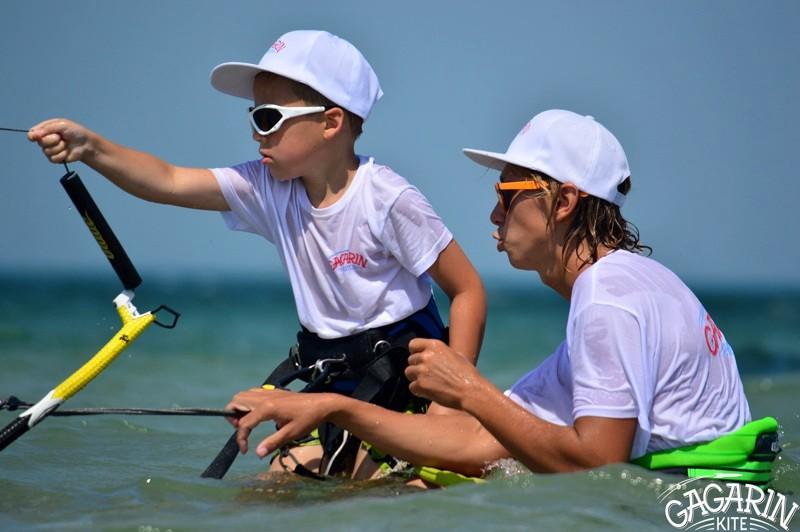 Обучение детей кайтсерфингу в Крыму фото