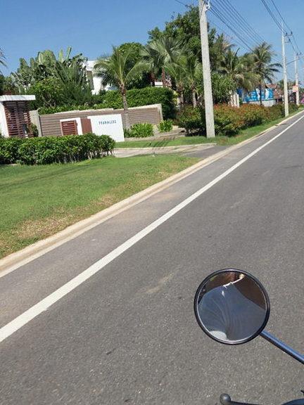 Net-trafika-na-dorogah-v-tailande-Pak-Nam-Pran-foto