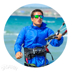команда школы кайтсерфинга в Межводном Gagarinkite инструктор кайтинга Роман Ладный фото