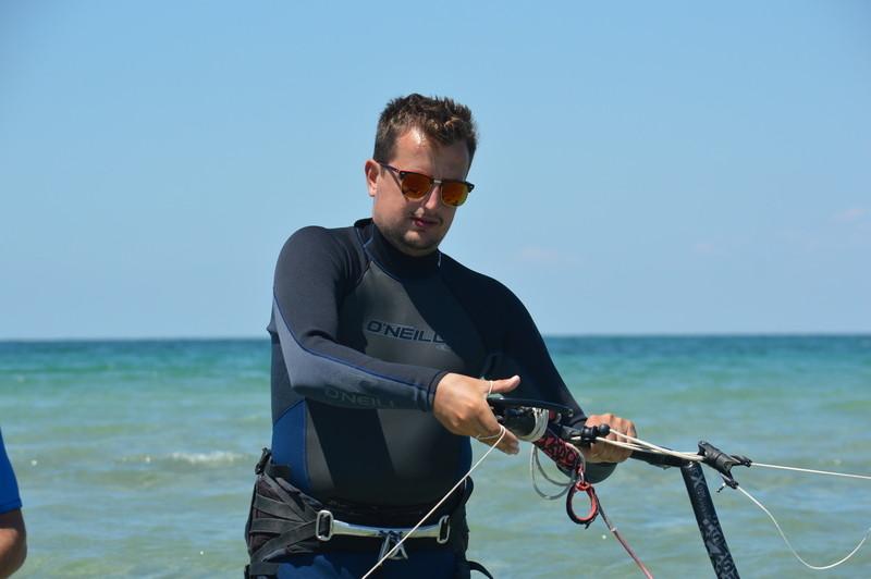 Безопасное обучение кайтсерфингу в Крыму фото
