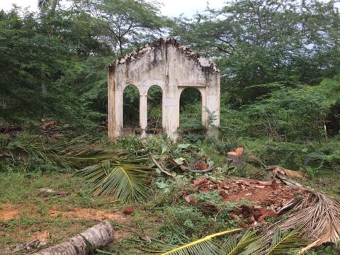 Разрушенные постройки на Шриланке