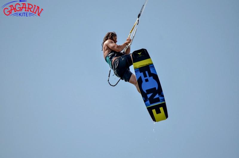 Инструктор Тарас Амплитудный прыжок на Core kite фото