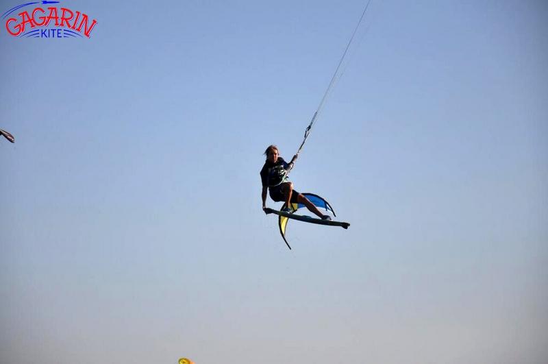 Тесты кайтов Core xr 5 кайт станция Гагарин кайт, инструктор в прыжке фото